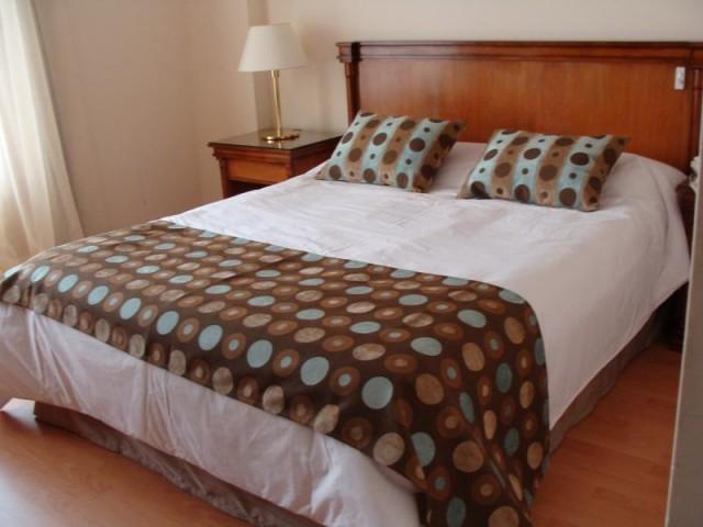 Edredn con cubresomier pie de cama y almohadones en compos - Pie de cama ...