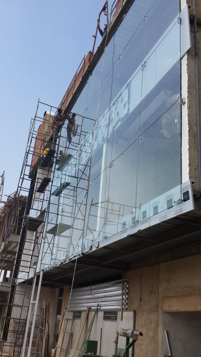 Fachadas y sistemas spider spider fachadas tipo curtain wall aluminio y cristal blindado - Precio cristal blindado ...