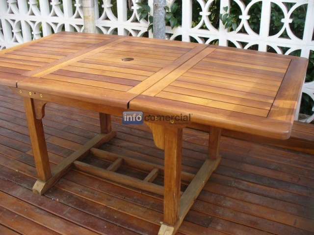 Mesa de exterior extensible de madera leslie for Mesas de madera para exterior