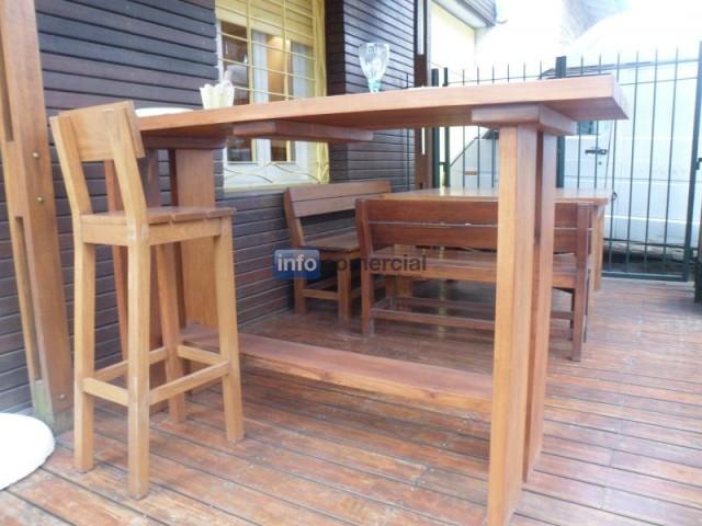 Barras de madera para exterior for Barra de bar exterior