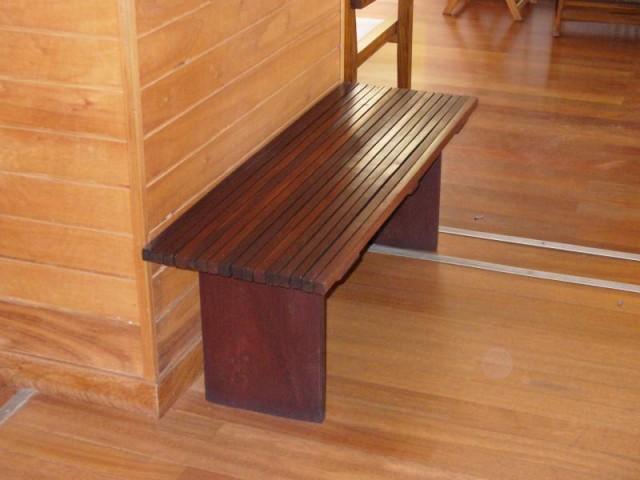 Banco plano de listones de madera para exterior - Banco madera exterior ...