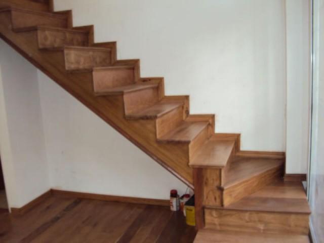 Escalera de madera artsticas y artesanales for Escaleras de madera para pintor precios